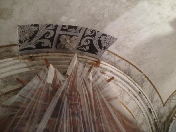 Aparece la decoración original del siglo XVII de la iglesia de Quartell oculta tras una bóveda