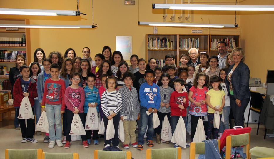 Fiesta del Libro en Manises, escolares del Colegio Feliz Rodrigez de la Fuente