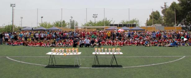 El c d j manisense celebra su ix torneo querub n ciutat de for Piscina municipal manises