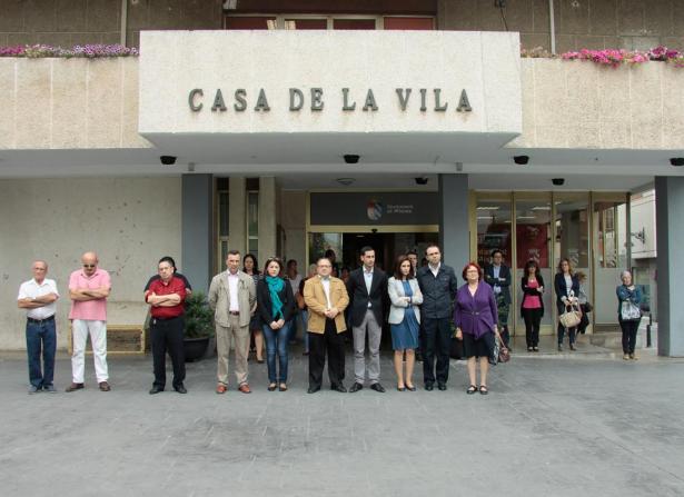 Mislata guarda un minuto de silencio en señal de duelo por el asesinato de Isabel Carrasco