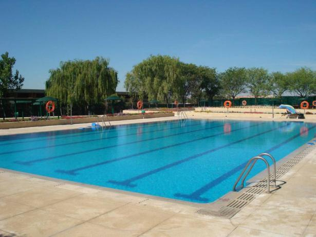 Manises abre su piscina municipal de verano el pr ximo 7 for Piscina el carmen valencia