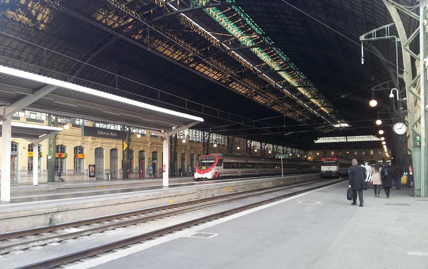 Renfe programa en Fallas la circulación de trenes de Cercanías durante las 24 horas
