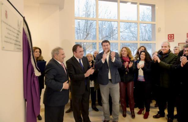 Rus inaugura la piscina cubierta de utiel for Piscina municipal manises