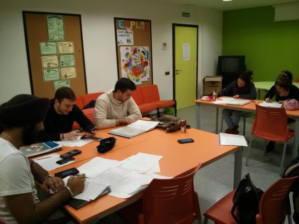 Xirivella, estudiantes fora de clase