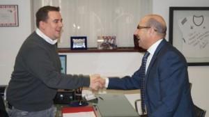 Bailach y Álvarez se saludan al inicio de la reunión_532x299